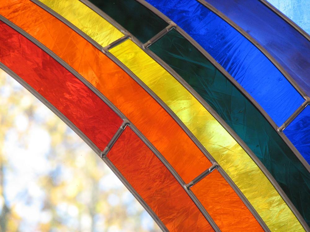 Regenbogen-Buntglasfenster-Nahaufnahme